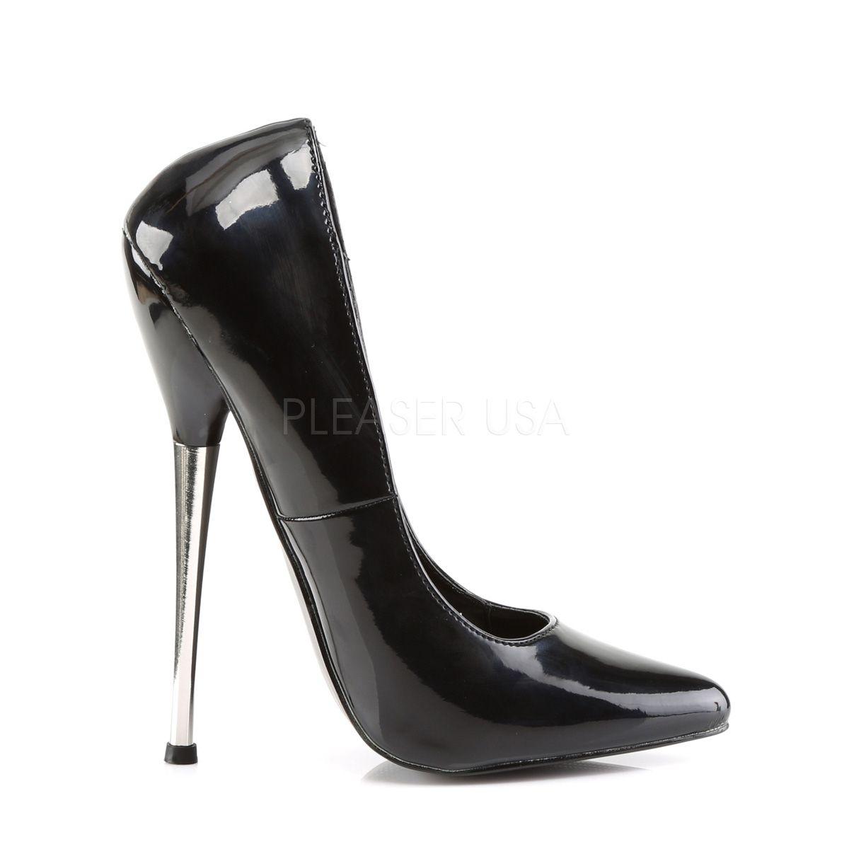 Zapato retro con barquilla clásica y tacón de aguja metálico